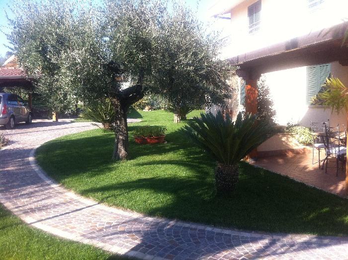 Giardini piccoli foto a ciascuno il suo piccoli giardini da sogno with giardini piccoli foto - Foto piccoli giardini casa ...